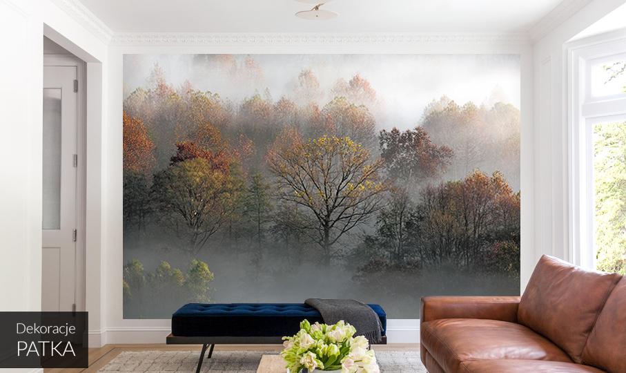 jesienny las we mgle