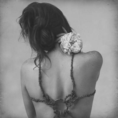 Kobieta z Kwiatem  - wf777